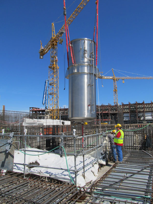 A canister decontamination system vessel is crane-lifted into the High-Level Waste Facility