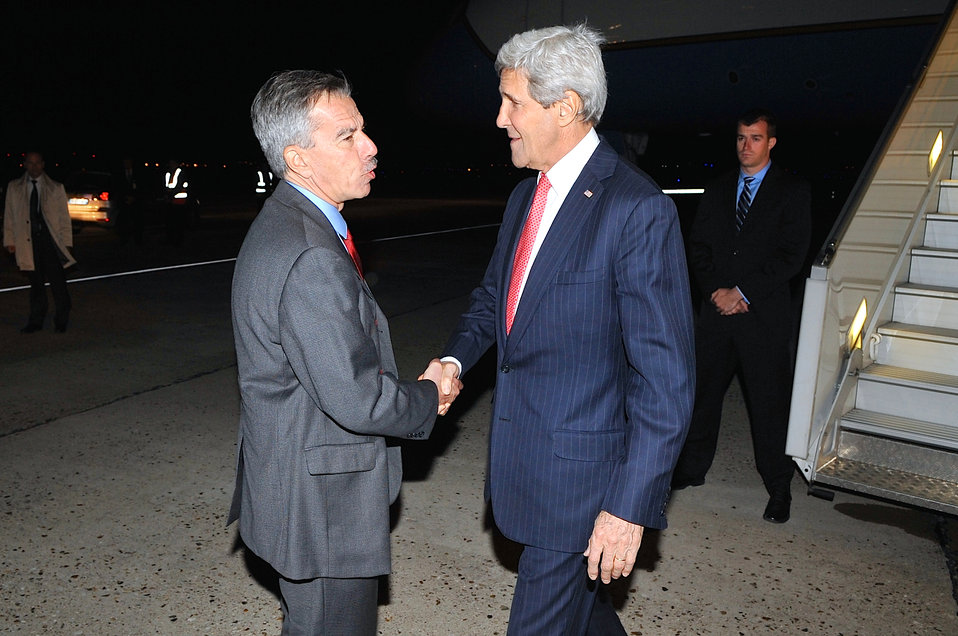 Chargé Taplin Greets Secretary Kerry Upon Arrival in Paris for D-Day Commemoration