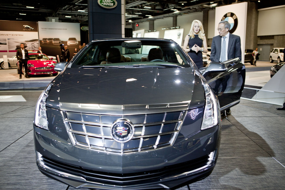 Energy Secretary Steven Chu discusses the features of the 2014 Cadillac ELR -- the luxury car built built on the same powertrain platform as