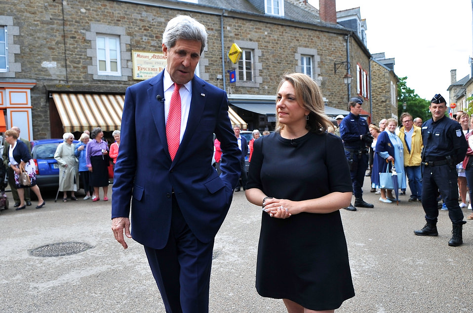 CNN Reporter Labott Interviews Secretary Kerry in Brittany Town