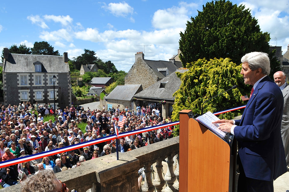 Secretary Kerry Salutes U.S.-French Alliance During Speech in Saint Briac