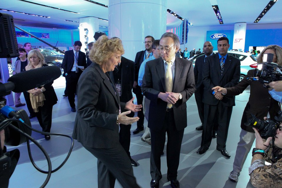 Sue Cischke (Ford Group Vice President) tells Energy Secretary Steven Chu about the 2012 Ford Focus electric. 