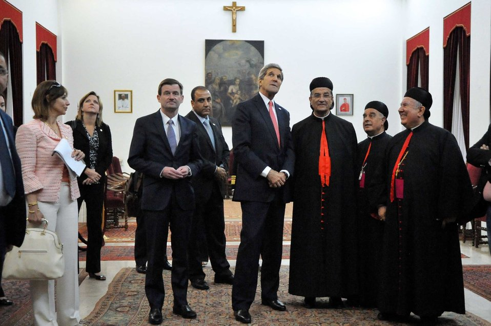 Christian Maronite Patriarch Rai Shows Secretary Kerry Paintings at Archdiocese in Beirut