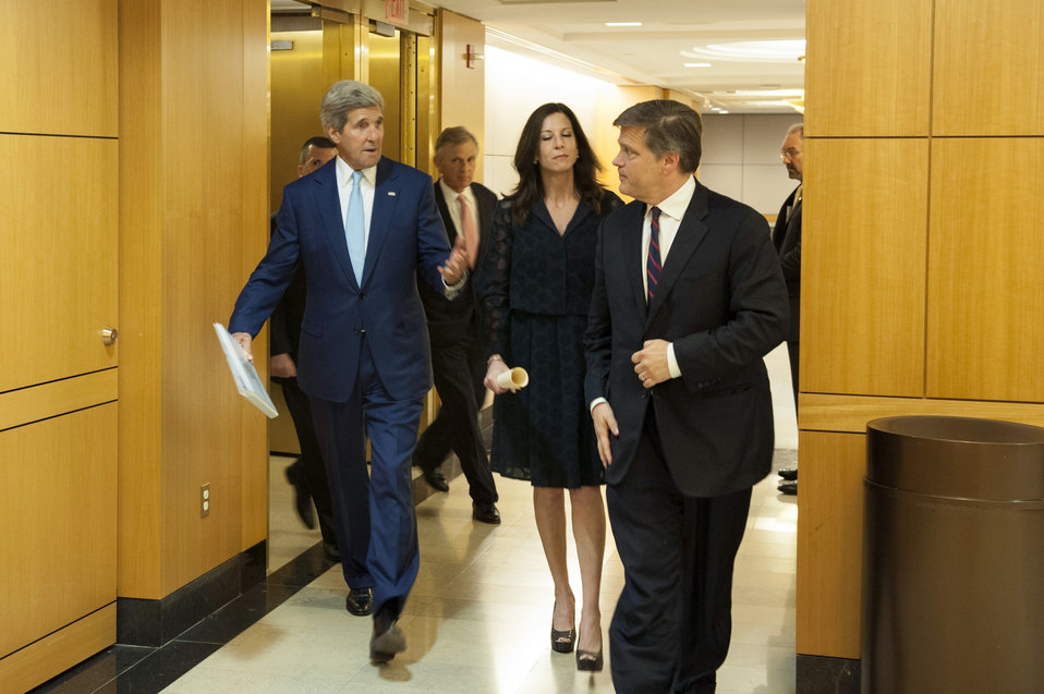 Secretary Kerry Chats With Doug and Anne Brinkley