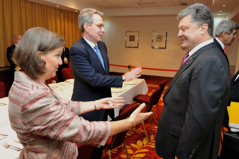Assistant Secretary Nuland, Ambassador Pyatt Greet Ukrainian President-elect Poroshenko Before Meeting in Warsaw