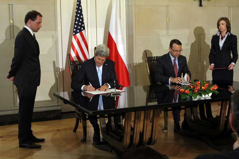 Secretary Kerry and Polish Foreign Minister Sikorski Sign the Innovation Framework Agreement