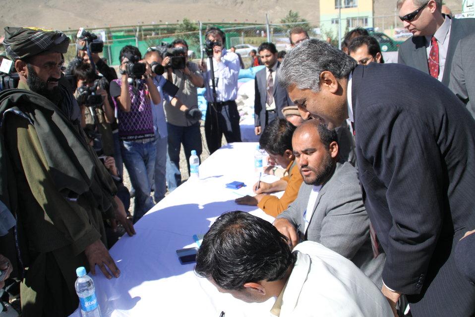 افغانی بزګرانو د ۲۰۱۰کال د غنمو د تخم د ویش په پرورګرام(AVIPA) کی برخه واخیسته