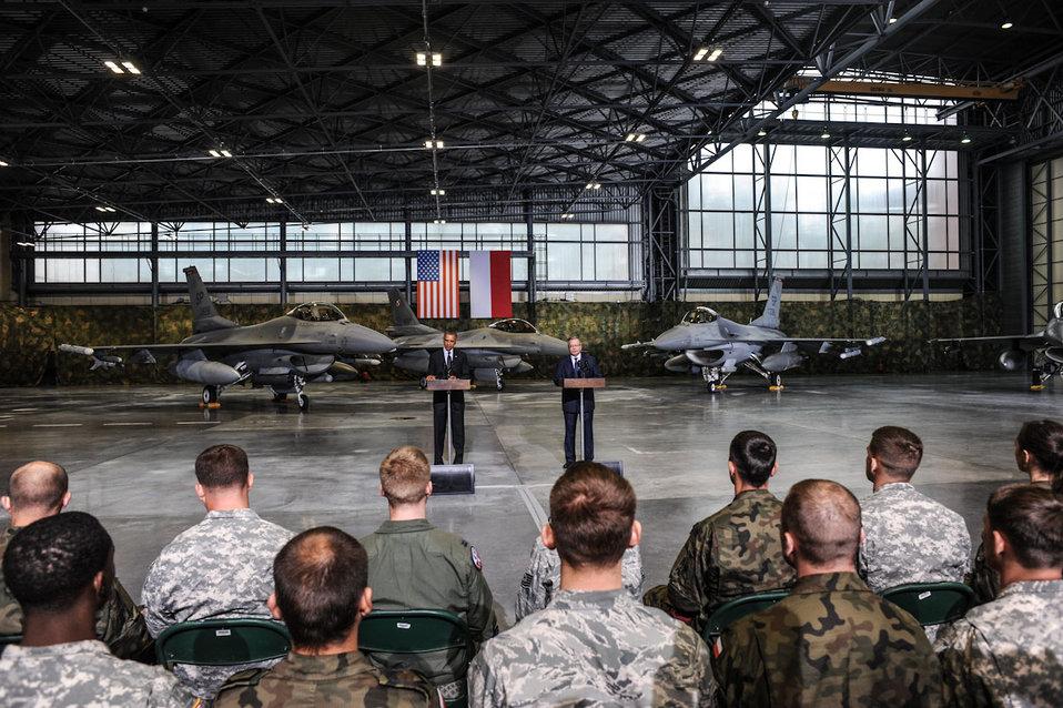 President Obama and Polish President Komorowski Address U.S. and Polish Airmen