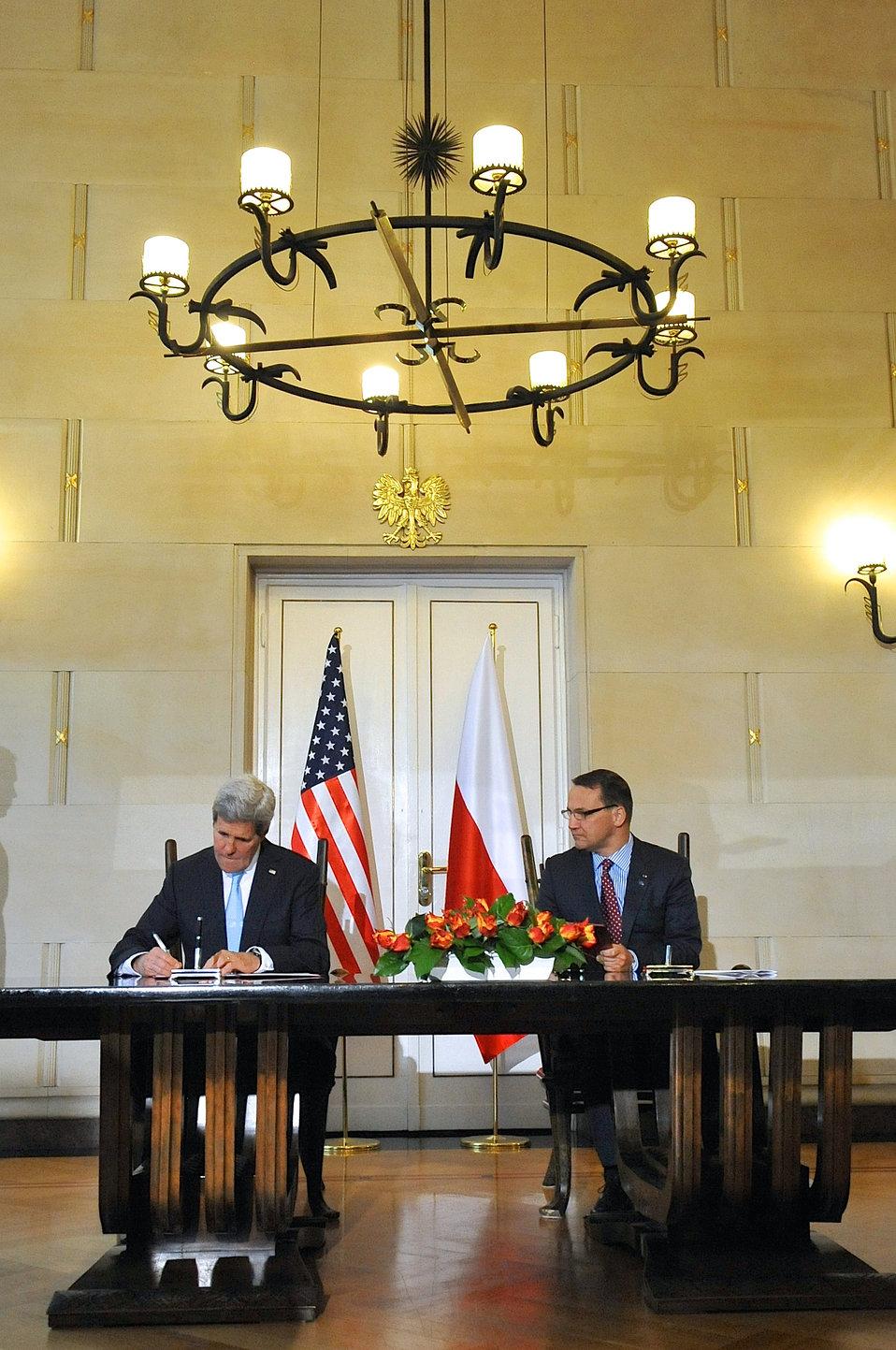 Secretary Kerry, Polish Foreign Minister Sikorski Sign Innovation Framework Agreement