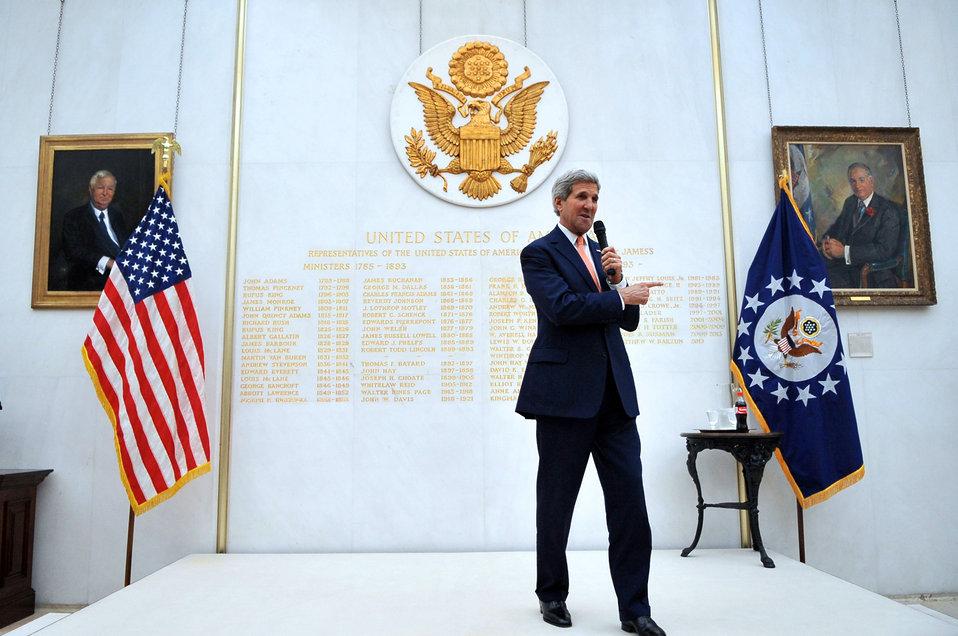 Secretary Kerry Addresses Embassy London Staff and Families