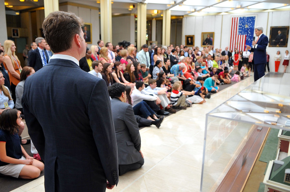 Ambassador Barzun Listens as Secretary Kerry Addresses Embassy London Staff, Family