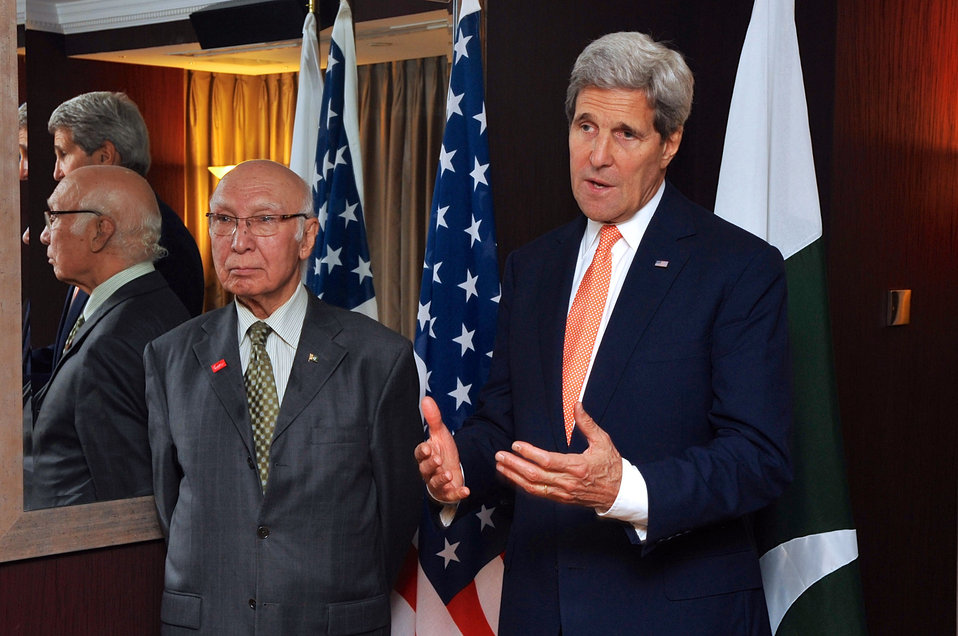 Secretary Kerry Meets with Pakistani National Security Adviser Aziz in London