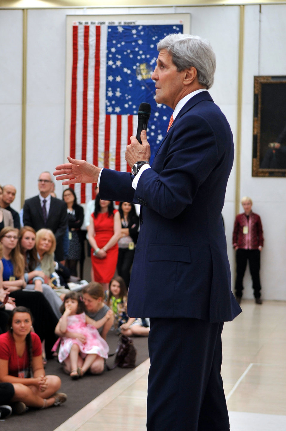 Secretary Kerry Addresses Embassy London Staff and Families