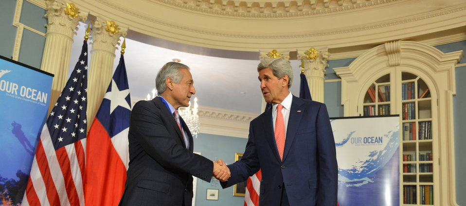 Secretary Kerry Shakes Hands With Chilean Foreign Minister Heraldo Munoz