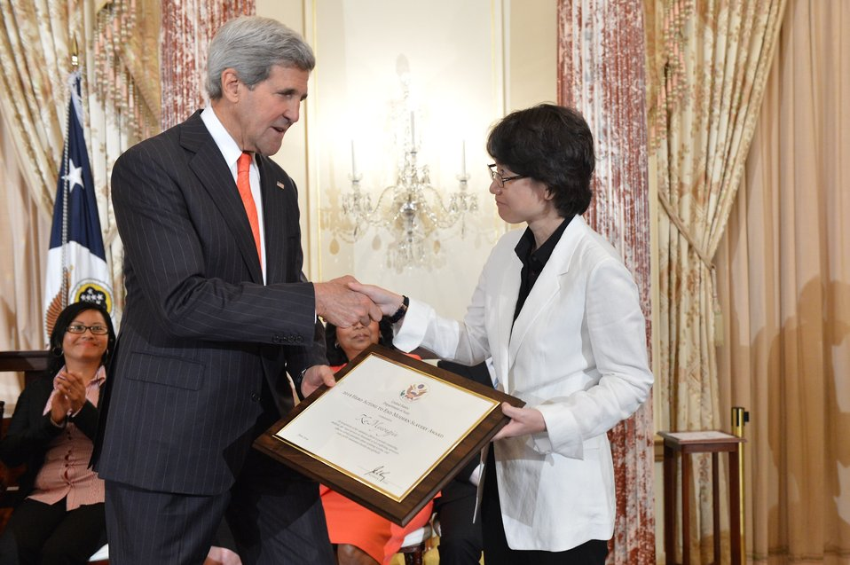Secretary Kerry With TIP Hero Myeong-jin Ko of South Korea