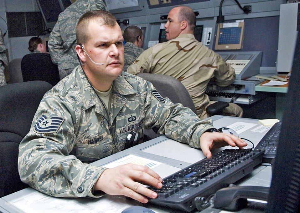 Balad radar air traffic controllers run skies of Iraq
