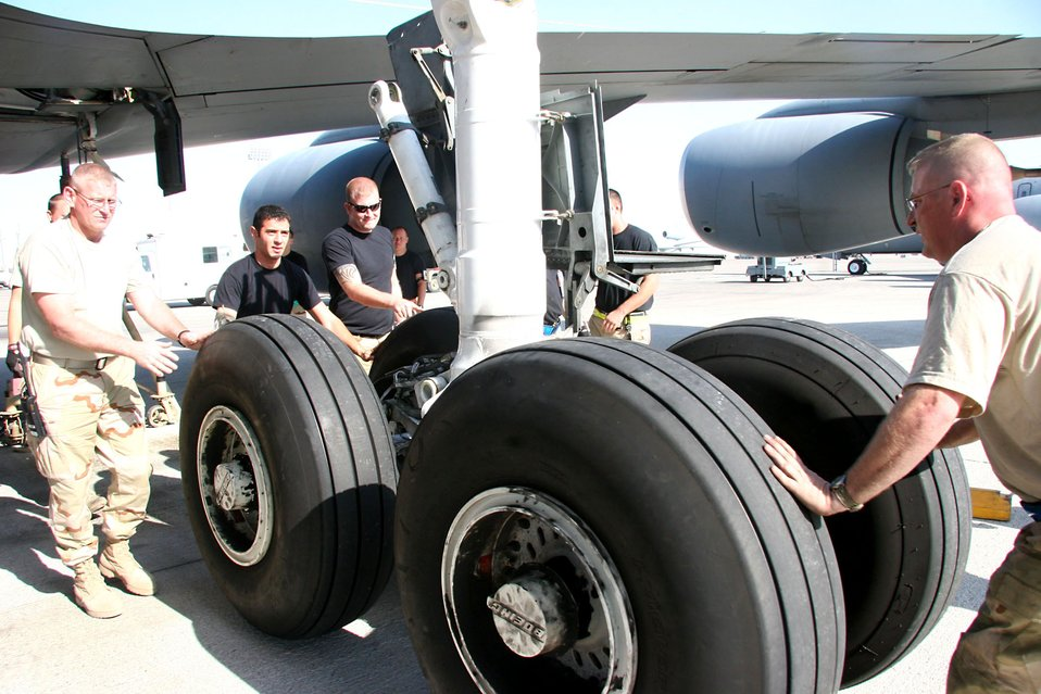 KC-135 strut change