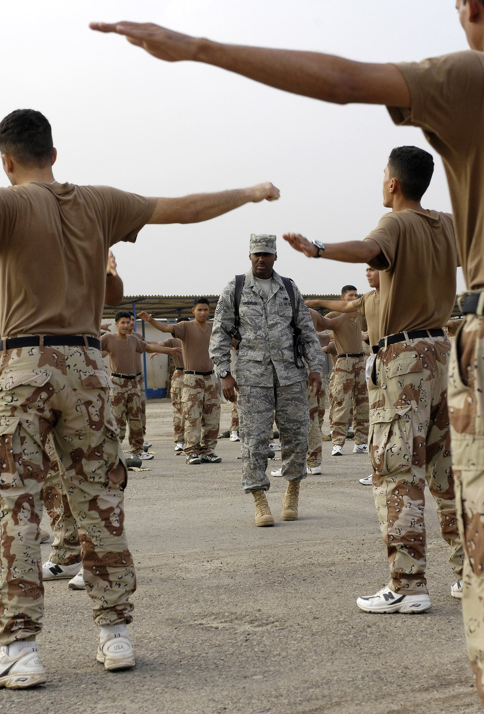Basic training instructors help mold Iraq's future leaders
