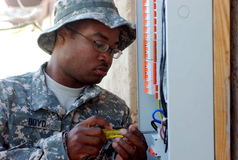 Airmen revamp Iraqi police training facility