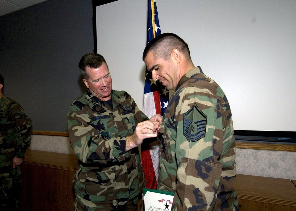 EOD sergeant receives Bronze Star Medal
