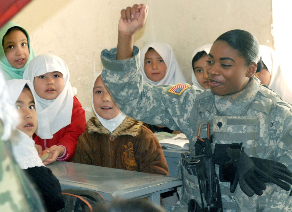 Servicemembers reach out to Afghanistan women