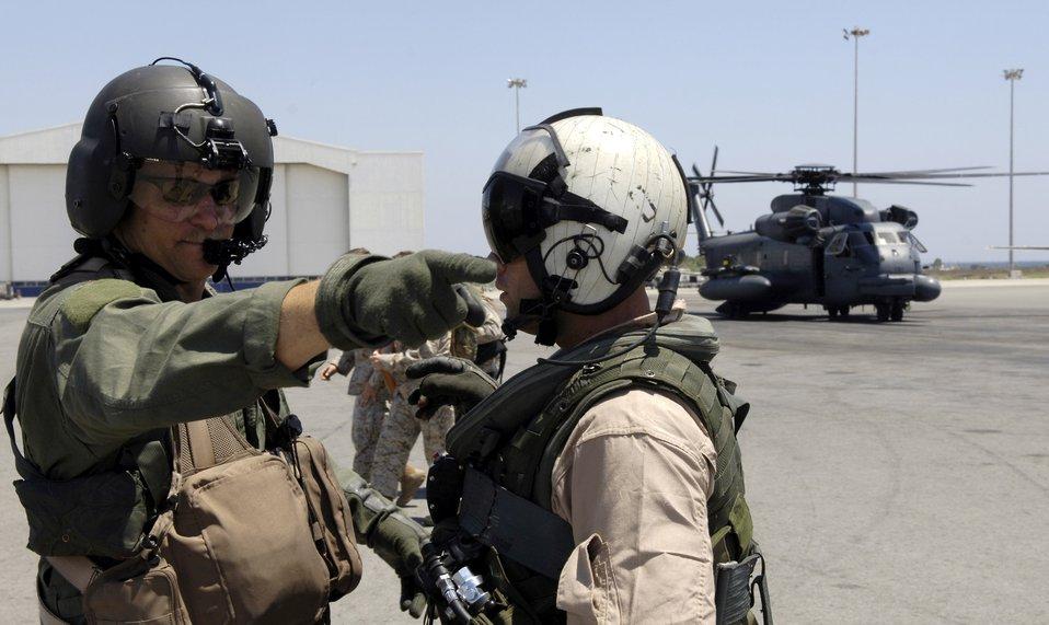 Airmen escort secretary of state to Lebanon