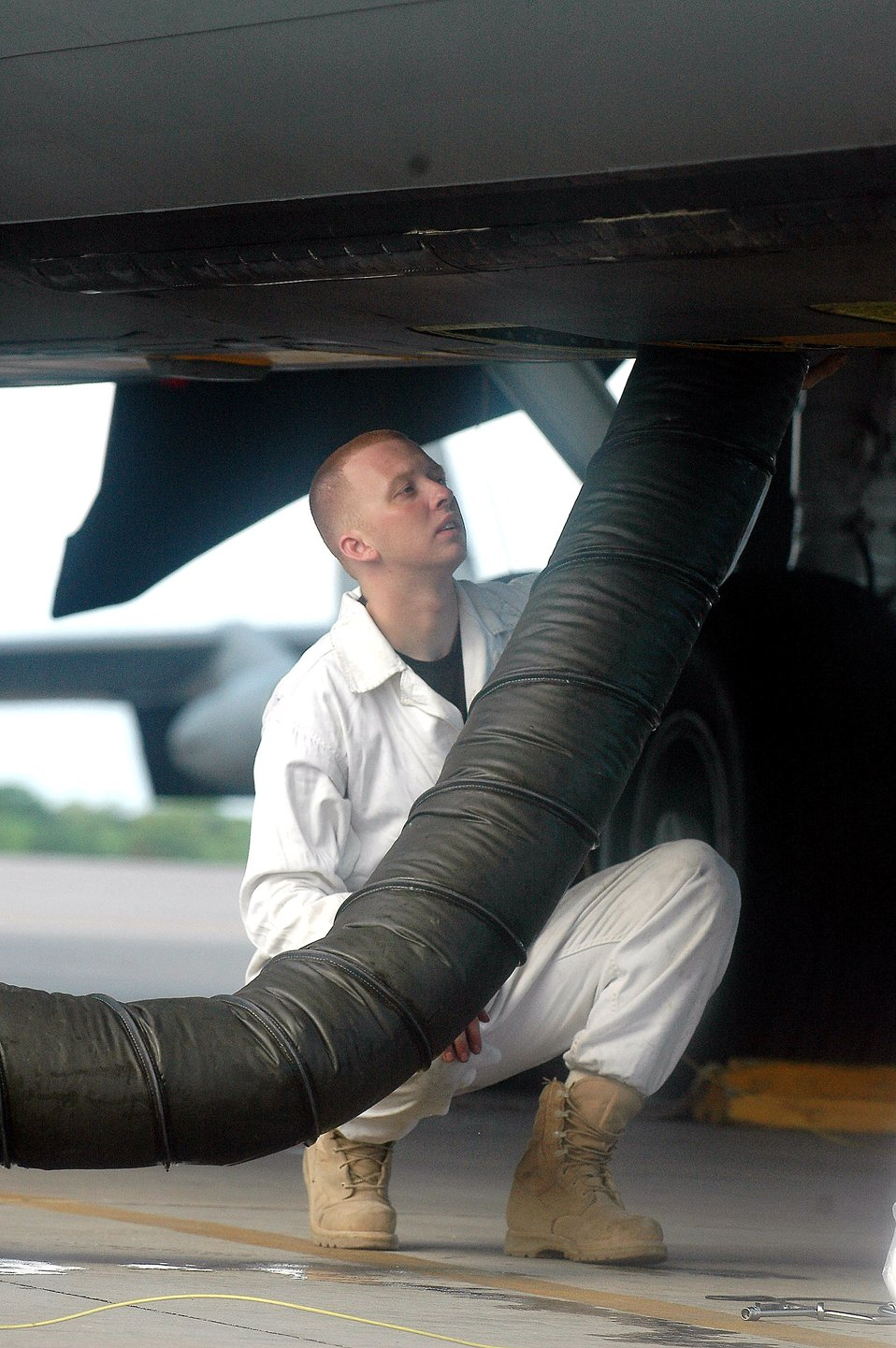 KC-135s build air bridges