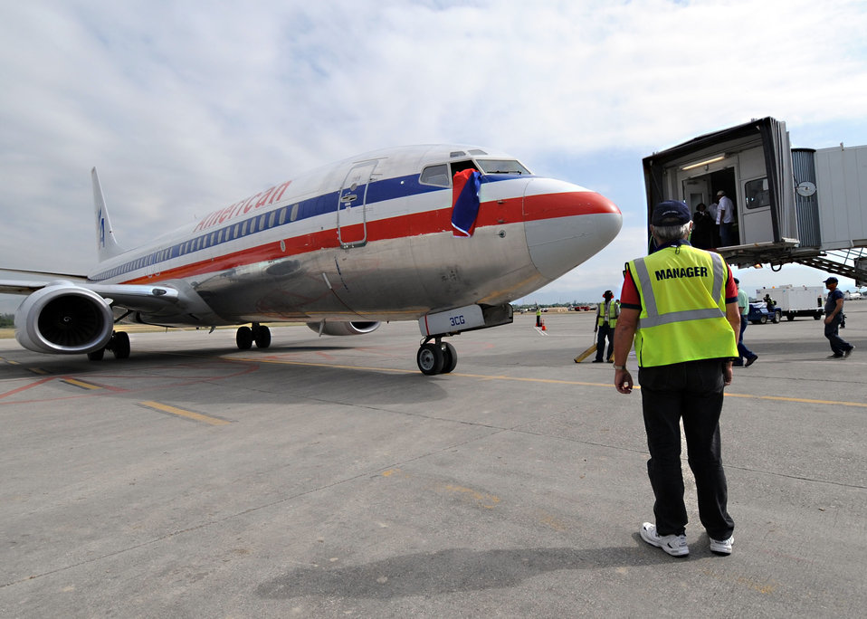 Haiti airport transitions, commercial flights begin