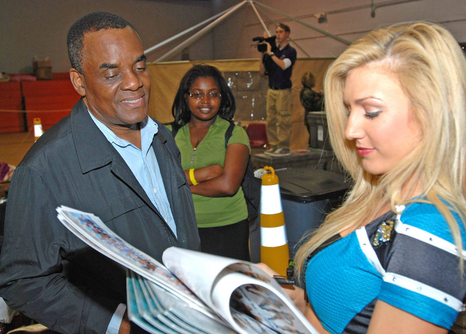 NFL Pro Bowl cheerleaders boost morale for Operation Unified Response workers