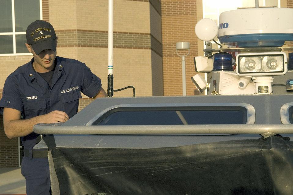 Coast Guard Incident Command Center prepares for Ike