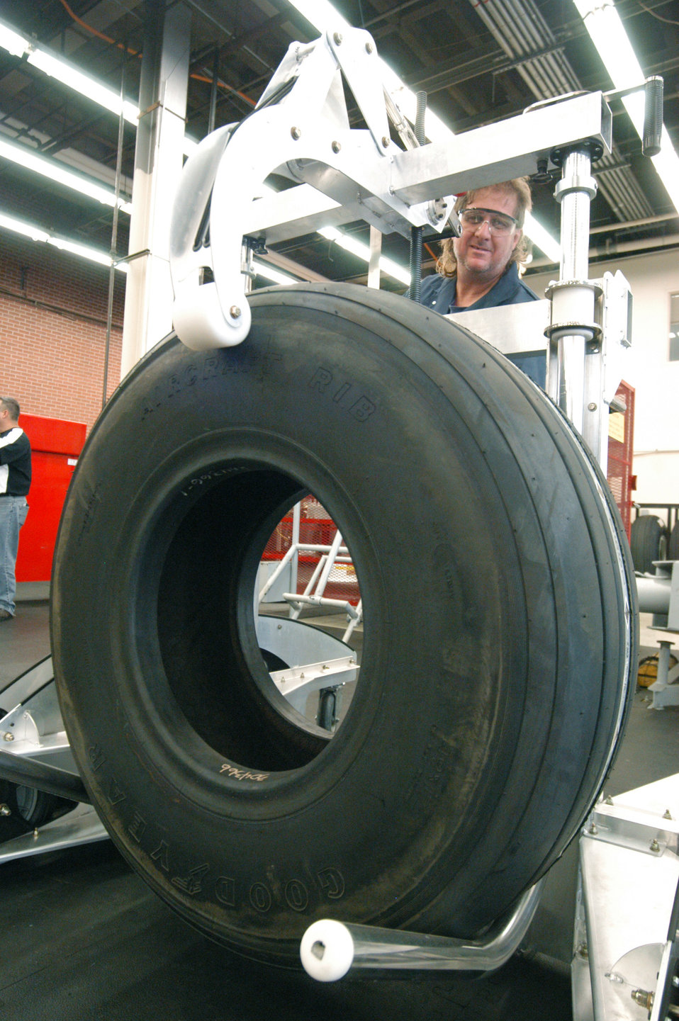 Ergonomic robot vehicle helps workers inspect tires safely