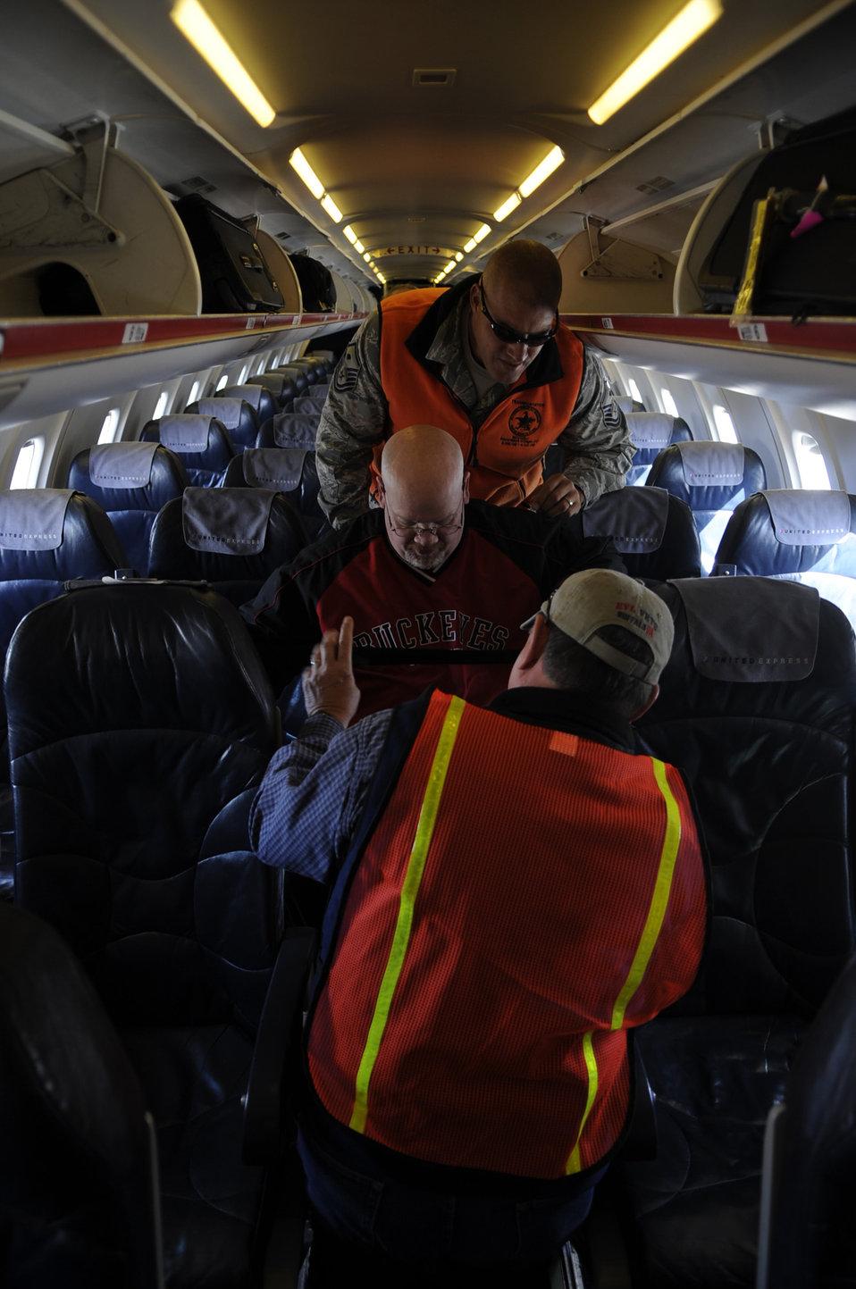 Luke Airmen assist disabled veterans at ski clinic