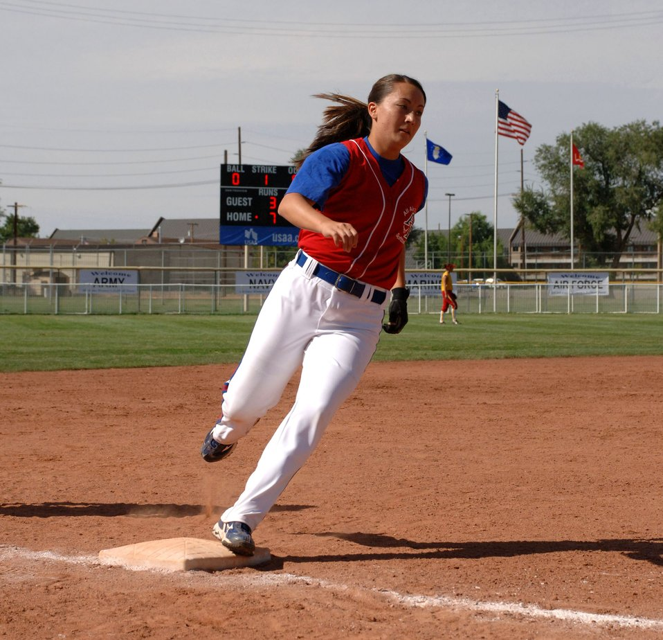 Air Force claims gold in women's softball