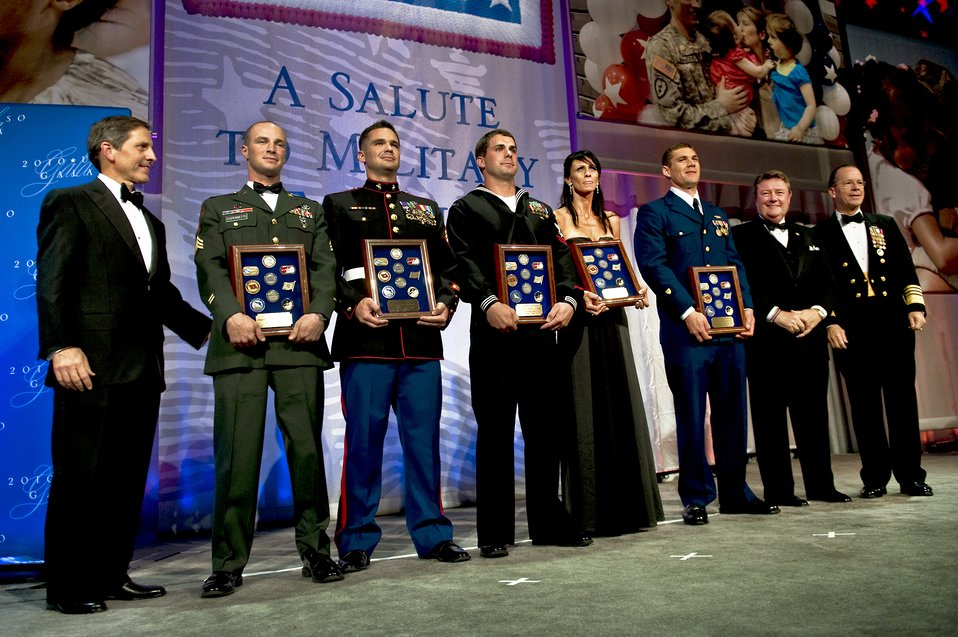 USO Gala honors servicemembers, families