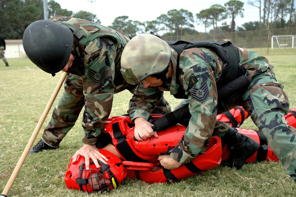 Air commandos learn martial arts from Marines