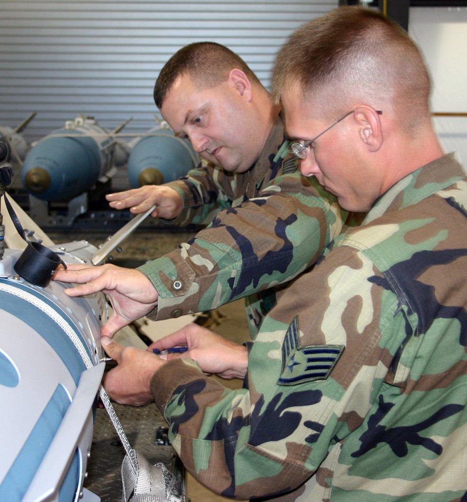 Airmen build JDAMs for first Raptor deployment