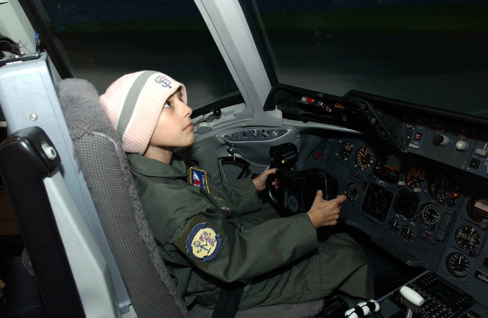 10-year-old girl spends day as KC-10 pilot
