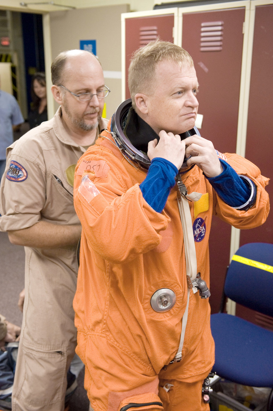 Airman to pilot final flight of Discovery