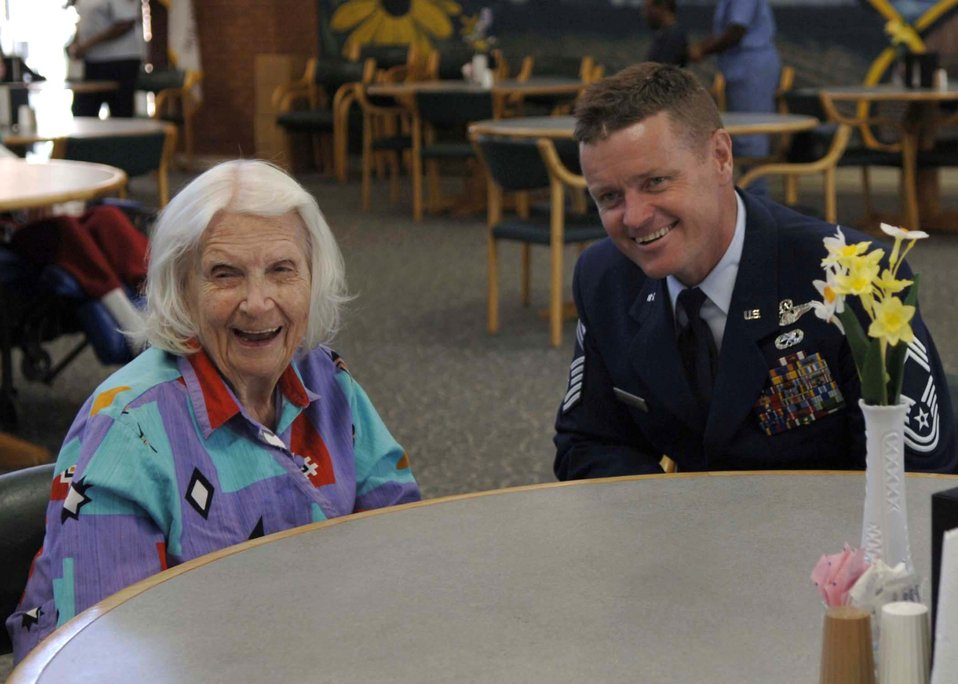 Airmen visit, share stories with veterans