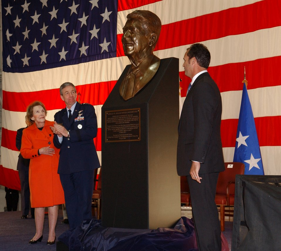 Dedication ceremony honors President Reagan