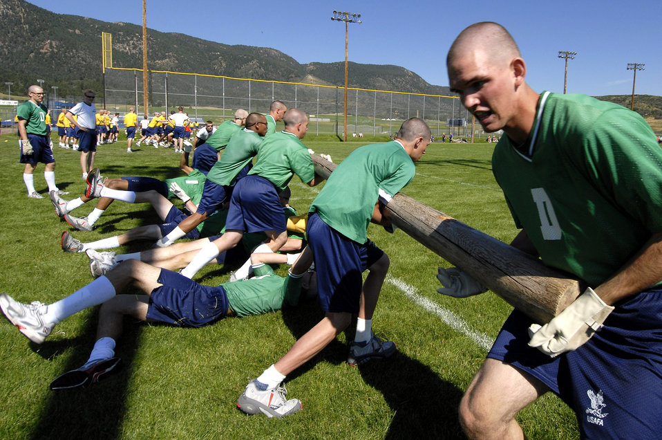 Cadets team up at field day
