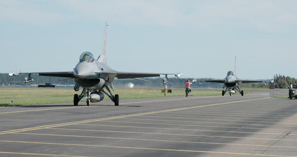 Fighting Falcons return from exercise in Sweden