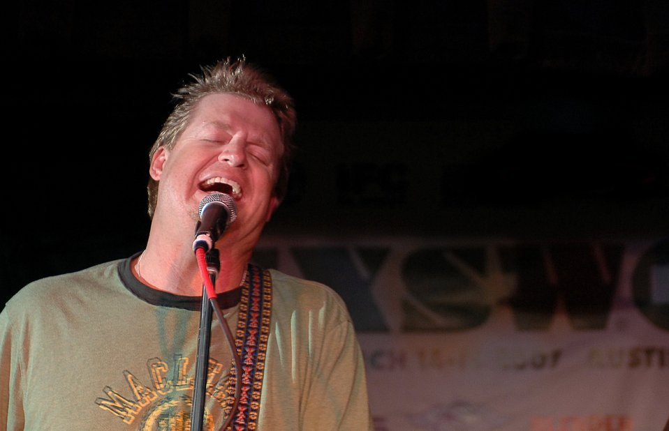 Country artist Robison eager to entertain in Iraq, Kuwait