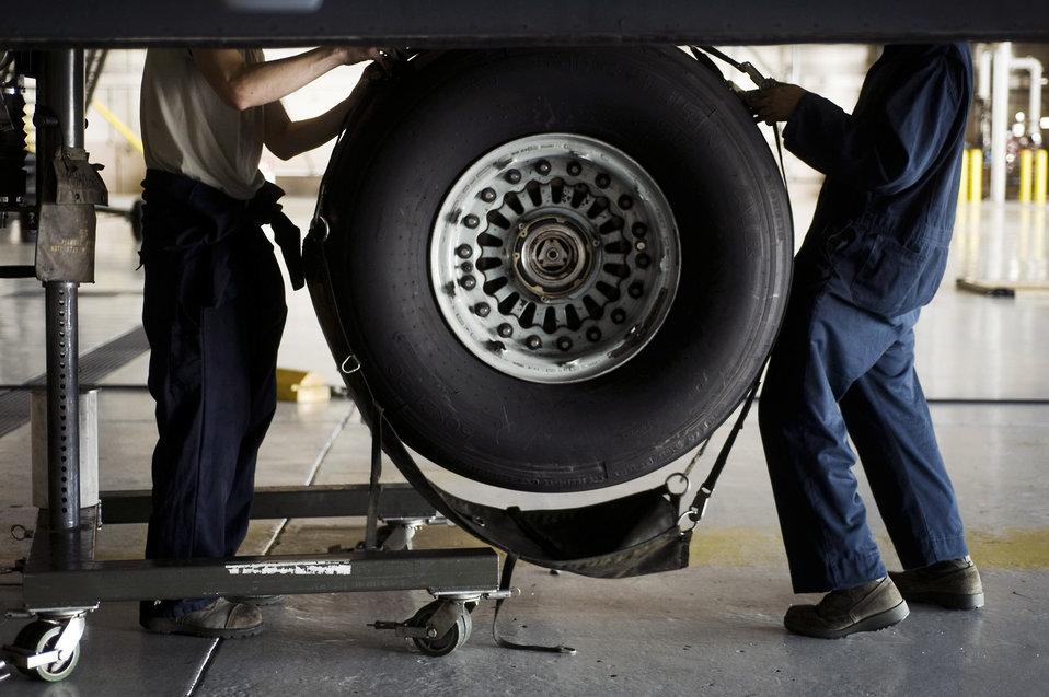Maintenance Airmen keep C-17 wheels turning