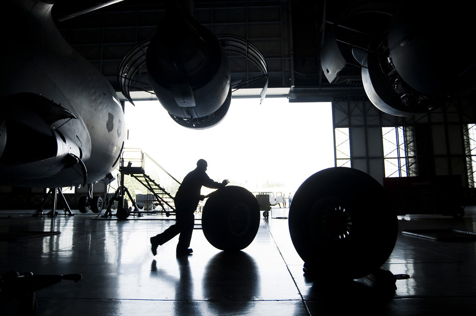 Maintenance Airmen keep C-17 wheels turning