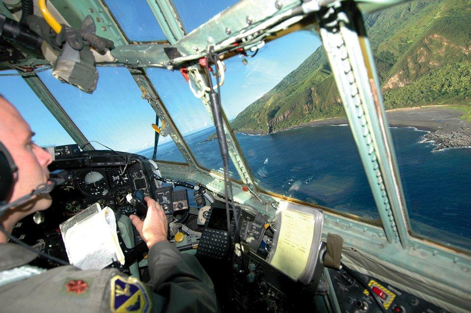 Airmen 'drop' in to help islanders