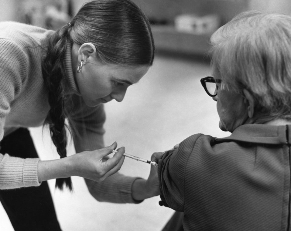 This photograph showed an elderly female as she was receiving a vaccination by a public health clinician during the nationwide swine flu vac