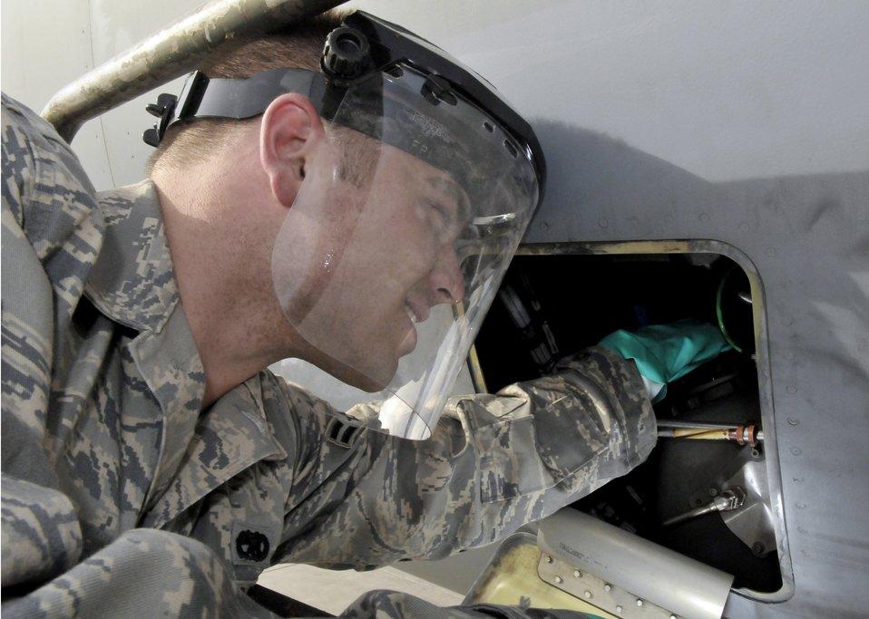 C-17 maintenance crew