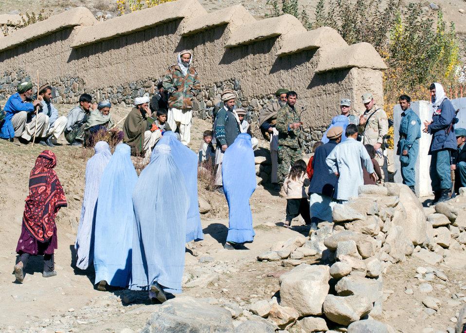 Afghan PRT treats patients, prepares village for winter