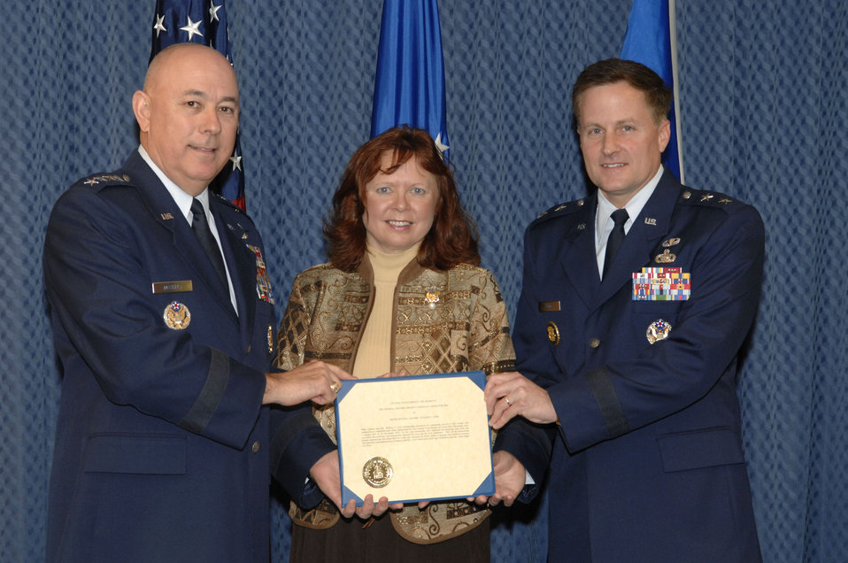 General, spouse receive O'Malley award